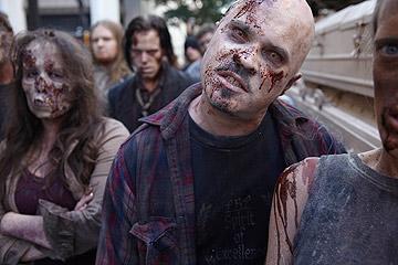 """אולי זה נחמד להיות זומבי. """"המתים המהלכים"""""""