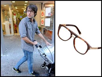 ליאון רוזנברג במראה היפסטרי עם משקפי Dsquared2 במחיר 1,990 שקלים.   צילום: