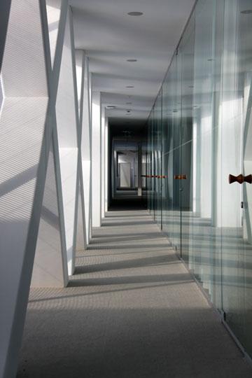 בניין חברת  ''אקטליון'' בשווייץ. הקורות האלכסוניות הן חלק מהדקורציה