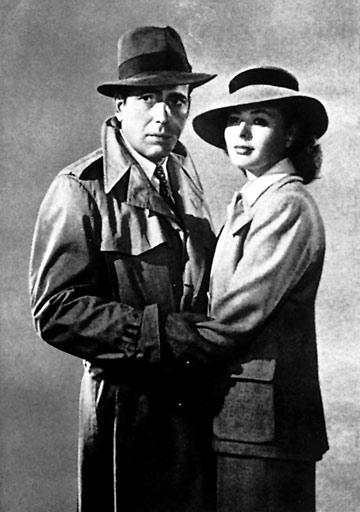 """ב""""קזבלנקה"""", 1942. השילוש הקדוש: מעיל טרנץ', מגבעת ואינגריד ברגמן  (צילום: א.ס.א.פ קראייטיב/ Alamy)"""