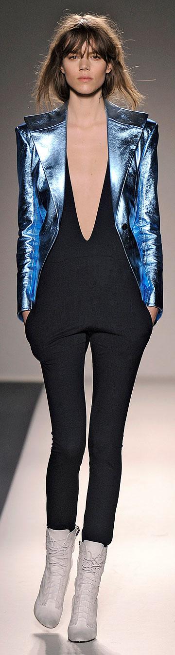 בלמן. הבגדים מהממים, אבל לאן נעלם המעצב? (צילום: gettyimages)