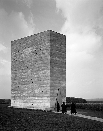 כנסייה בשדה פתוח שצומטור תיכנן בוואכנדורף, גרמניה (צילום: גרי אבנר)