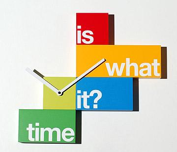 שעון מקסים ומעורר עניין. פיטרו ריהוט משרדי