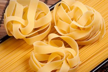 באיטליה מעדיפים לאכול את הבולונז עם טליאטלה - פסטה רחבה שהרוטב נדבק אליה בקלות (צילום: thinkstock)