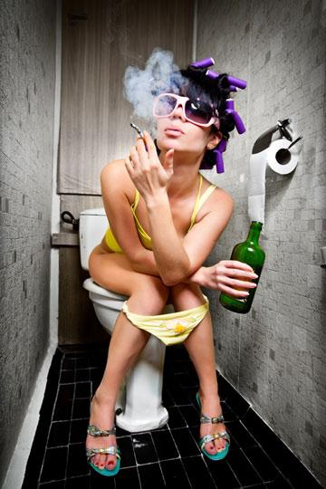 כל העבירות ההיגיינות שאפשר בבחורה אחת. כולל רולים סגולים (צילום: ShutterStock)