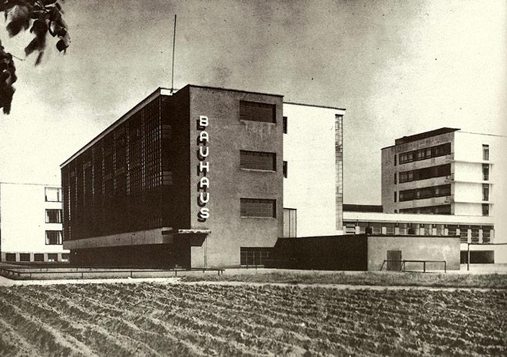 בניין בית הספר באוהאוס, בתכנונו של ואלטר גרופיוס, בדסאו, גרמניה. הוכרז כאתר מורשת עולמית לפני 15 שנה (באדיבות ארכיון אדריכלות ישראל)