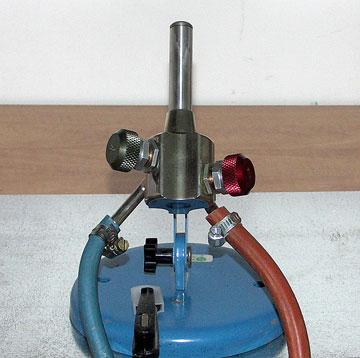 מבער גז-חמצן. חסכוני בשימוש קבוע (צילום: שרה הורניק)