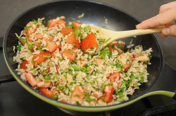 הקפצה קצרה עם ירקות שומרת על הערך התזונתי (צילום: דלית שחם)