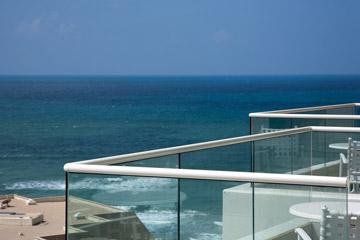 מלון  West. נוף לים הוא פריבילגיה של דיירי הקבע (צילום: טל ניסים)