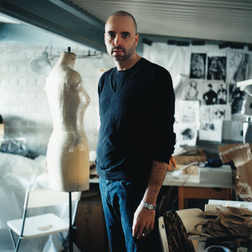 אבשלום גור. זכה שלוש פעמים בפרס המעצב האנגלי המבטיח (צילום: לידיה גולדבלט )