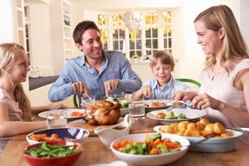 וארוחות הערב המשפחתיות יוסיפו לכם את הפלפל שחסר (צילום: שאטרסטוק)
