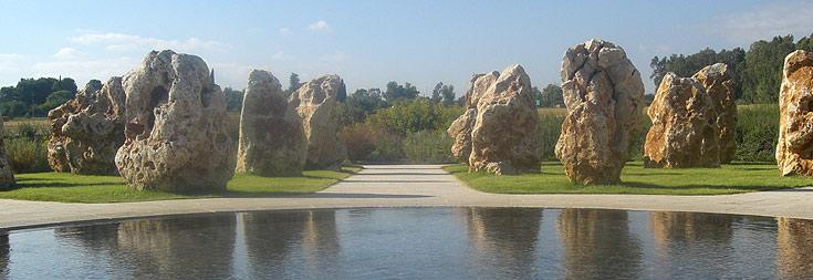 73 סלעים כמספר הנופלים. אנדרטת המסוקים בשאר ישוב (צילום: אריאלה אפללו)