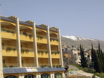 הפסגה הלבנה של החרמון. מלון נרקיס (צילום: אריאלה אפללו)