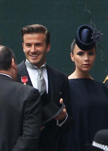 הנה הוא. רק מה הוא לובש, לעזאזל? דיוויד ו-ויקטוריה בקהאם (צילום: gettyimages)