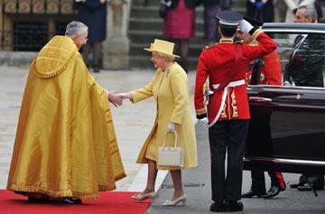 הפקודה הבאה שלה תהייה' 'אוף ווית' דר הדס'' לכל שלושת הפרשנים שלנו. המלכה אליזבת (צילום: gettyimages)