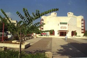 הסינמטק בתל אביב. הרשמן תכנן גם את האגף החדש, שייחנך השנה (צילום: סער יעקב, לעמ)