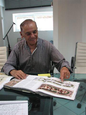 סלו הרשמן במשרדו בתל אביב (צילום: מיכאל יעקובסון)