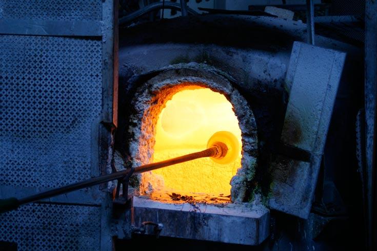 שלב 1: להכנת המנורה משתמשים בתנור בטמפרטורות גבוהות (צילום: Gionata Gatto)
