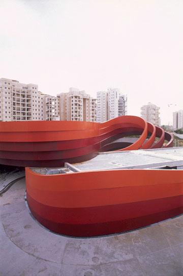 מוזיאון העיצוב. חללים בעייתיים (צילום: יעל פינקוס )