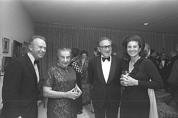 מימין: לאה רבין (צילום: משה מילנר, לעמ)