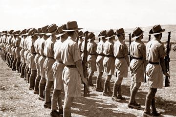 נוטרים יהודים בראשית שנות ה-30. אומנו על ידי השלטון הבריטי (באדיבות ביתמונה)