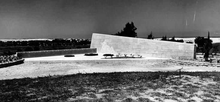 אנדרטת הנצחה לנופלים בניצנים במלחמת השחרור. פרויקט משותף עם משה ציפר, 1953 (באדיבות ארכיון אדריכלות ישראל)