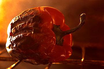 פלפל קלוי על האש. יוסיף טעם נפלא לארוחה (צילום: thinkstock)