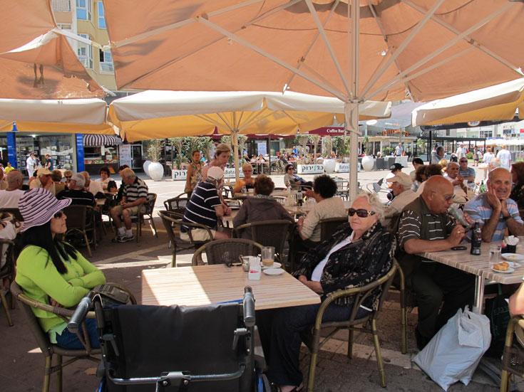 מסעדות ובתי קפה - זה היה המוקד המרכזי של אזור השרון (צילום: מיכאל יעקובסון)