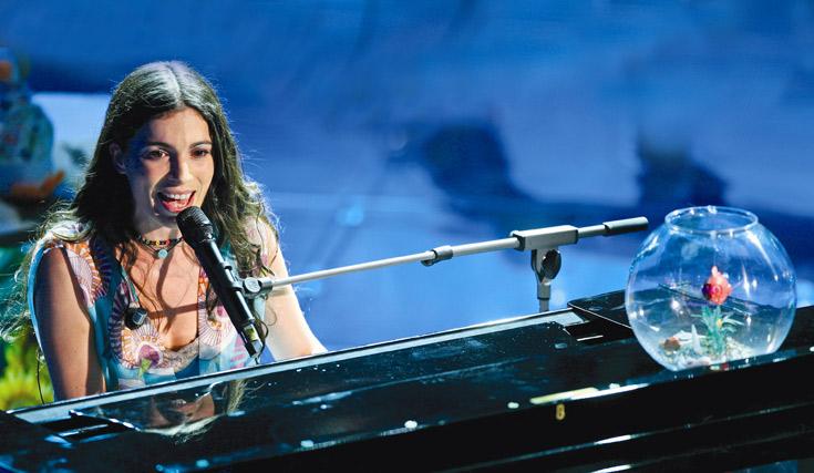 רק בפריז התחילה לכתוב שירים בעברית. נעים בפסטיבל הזמר האיטלקי בסו רמו (צילום: gettyimages)
