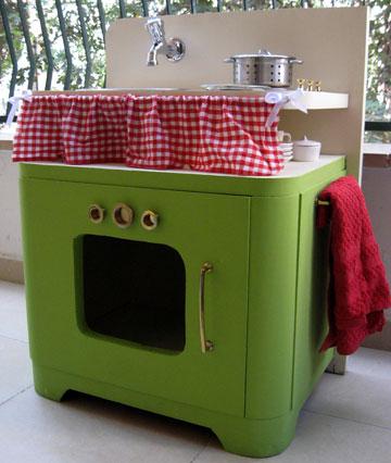 המטבחים הם לרוב בגובה הנע בין 50-65 ס''מ, שיתאימו לילדים קטנים (צילום: ענבר וייס )