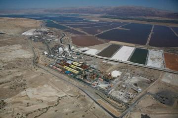מפעלי ים המלח. נזק סביבתי אדיר (צילום: lowshot.com)