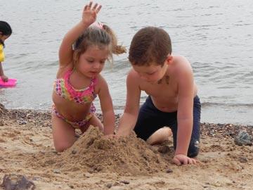 משחקים בחוף אילת. מה יקרה כאן? (צילום: תומריקו)