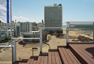 מבט מהגג הפתוח של המלון (צילום: טל ניסים)