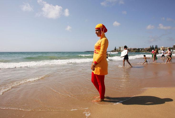 מצילה מוסלמית באוסטרליה. הבורקיני עוצב כך שיתאים למקצוע בלי לפגוע באמונה הדתית (צילום: gettyimages)