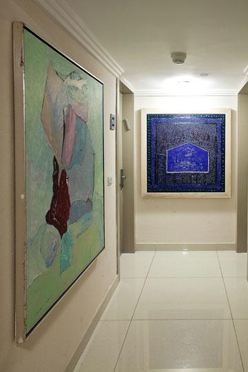 פרוזדור במלון. 400 ציורים (צילום: טל ניסים)