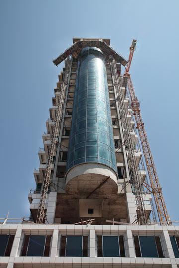 המגדל. שלבי בנייה סופיים (צילום: אמית הרמן)