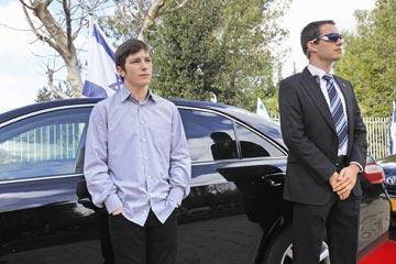 """עושה דווקא לאבא שלו. """"ילדי ראש הממשלה"""" (צילום: יגאל עמר)"""