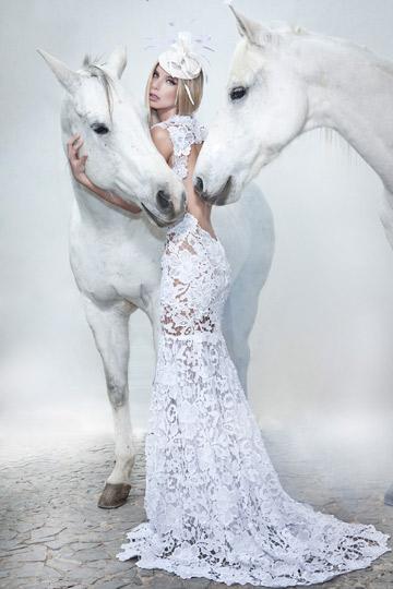 קולקציית הקיץ של לוי. מה תפקידו של הסוס? (צילום: דביר כחלון)