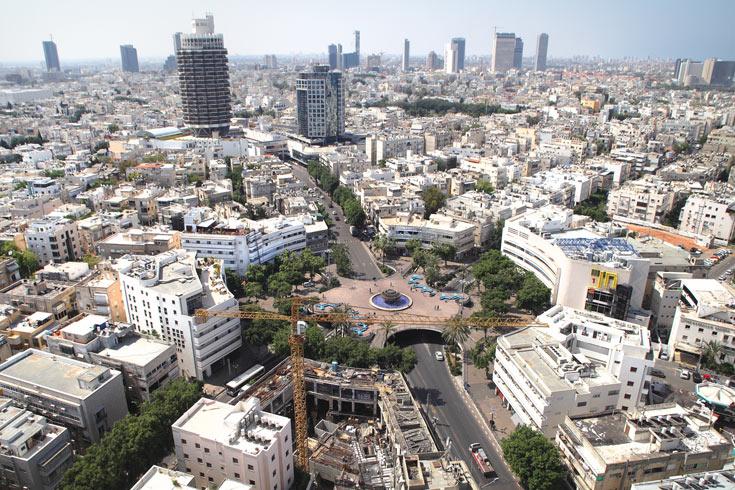 דמיינו את כל המרקם הזה בתוספת 2-3 קומות. כיכר דיזנגוף וסביבתה (צילום: אמית הרמן)