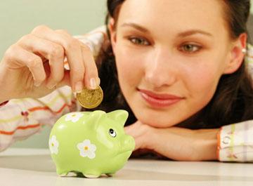 נשים רבות יחסכו כסף במיוחד עבור מוצרי טיפוח מגה-פרמיום (צילום: שאטרסטוק)