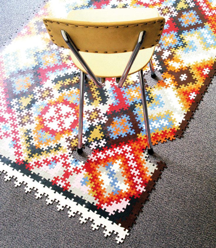 שטיח פרסי שהוא גם פאזל - כל אחד מוזמן לעצב את השטיח שלו  לפי טעמו האישי. עבודה של קתרין זונלייטנר (צילום: Sonnleitner Katrin)
