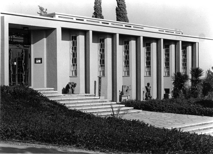 המשכן לאמנות בעין חרוד, בתכנון שמואל ביקלס, 1948. משחקי אור באולמות התצוגה