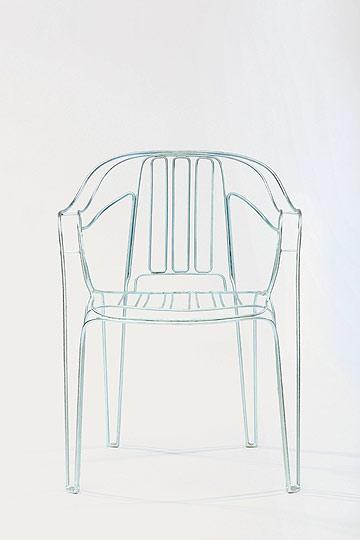 כסא מונובלוק כרהיט גן עדין, בעיצוב קיליאן שינדלר (צילום: Fred Bush)
