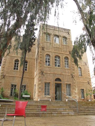 הבניין ההיסטורי של בצלאל. המחלקות זכו למוניטין בינלאומי (צילום: מיכאל יעקובסון)