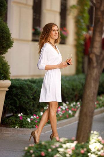 שרה ג'סיקה פרקר בשמלה של הלסטון, ''סקס והעיר הגדולה 2''. הפכה לאייקון אופנה (צילום: gettyimages)