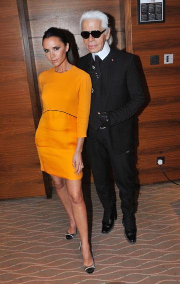 קרל לגרפלד עם ויקטוריה בקהאם. ''אף אחד בתעשיית האופנה לא עובד עם בנות אנורקסיות'' (צילום: gettyimages)