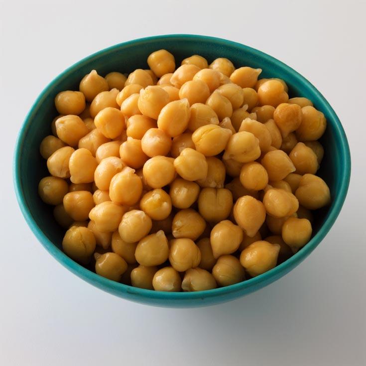 כשהם לא משכשכים בטחינה, גרגירי חומוס מכילים רק כ-100 קלוריות ל-100 גרם (צילום: iStockphoto)