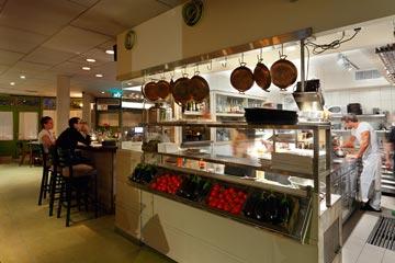 מסעדת צ'אקרה בירושלים. חומרים אותנטיים ופשוטים (צילום: שי אפשטיין)