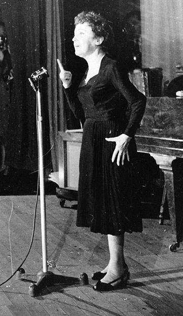 אדית פיאף בהופעה, 1959 (צילום: gettyimages imagebank)