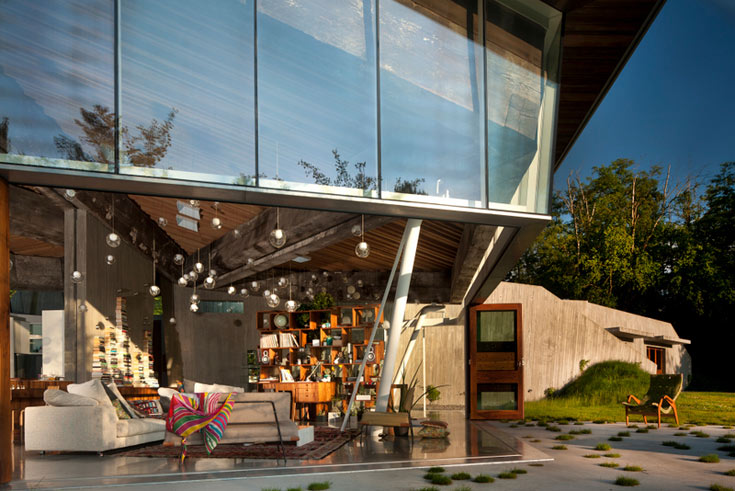 בית בתכנון ארבל. ''קנדה היא ארץ מאוד יפה ומאוד שלווה, אבל קורה בה מעט מאוד''